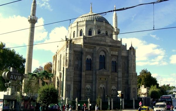 Aksaray Pertevniyal Valide Sultan Camii
