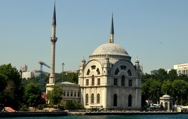Dolmabahçe Bezmialem Valide Camii